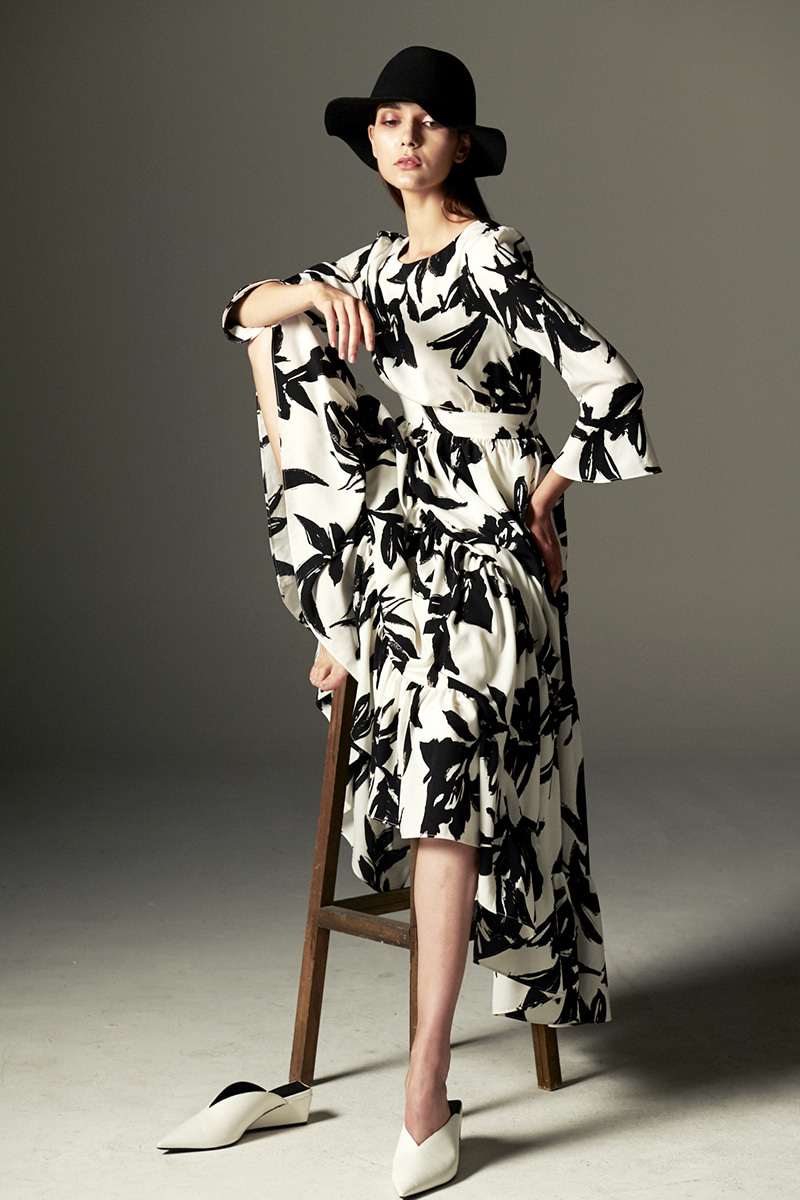 JOOSOOLOO > FLOWER PRINTING DRESS (WHITE&BLACK)